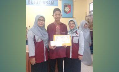 Raih Nilai Tertinggi UNBK, Siswa SMK BA Diganjar Penghargaan