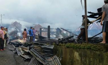 Diduga Korsleting, Tiga Rumah Panggung di Semende Hangus Terbakar