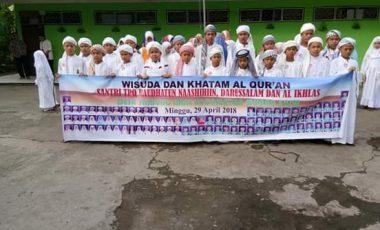 Santri/ Santriwati TPA Desa Tanjung Raja Ikuti Wisuda Iqro dan Khatam Quran
