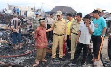 Pemkab Muara Enim dan CSR PTBA Mulai Salurkan Bantuan Kepada Korban Kebakaran