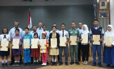PTBA Beri Beasiswa Khusus Anak Pegawai