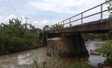 Jembatan Terancam Ambruk, Warga Khawatir Melintas