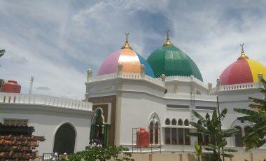 Mualaf Ini Bangun Masjid Termegah di Muara Enim