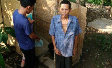 Pemdes Desa Embawang Bangun WC Bagi Keluarga Kurang Mampu Melalui Dana Desa