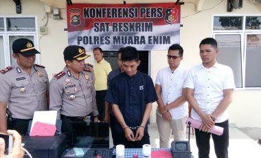 Polisi Amankan Pelaku Penyedia Jasa Pembuatan SIM Palsu di Muara Enim