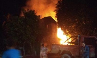 Si Jago Merah Kembali Mengamuk, 4 Rumah Warga di Tungkal Hangus Terbakar