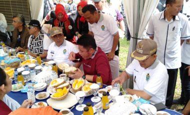 Hadiri Festival Durian, Gubernur Sumsel Nikmati Durian Khas Muara Enim