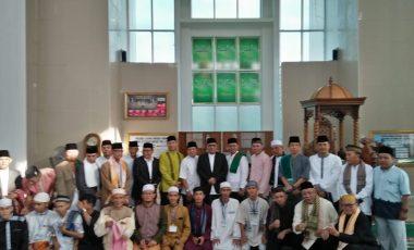 Bupati dan Wabup Shalat Ied di Masjid Agung Muara Enim