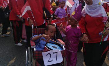 Pelajar TK Penyandang Disabilitas Ikuti Karnaval Budaya PTBA di Tanjung Enim
