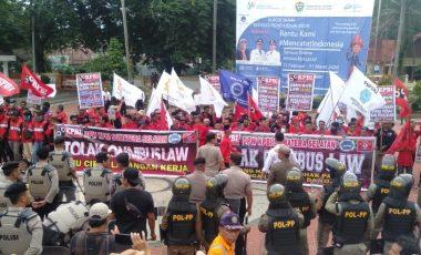 Tolak RUU Cilaka, Ratusan Buruh di Muara Enim Gelar Aksi Unjuk Rasa