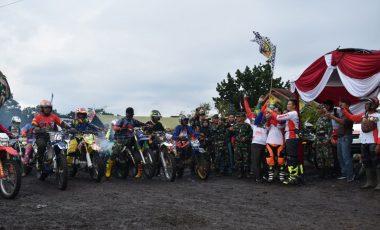 Ratusan Raider Jelajahi Alam Desa Darmo