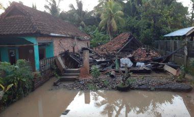Diterjang Banjir Bandang, 3 Rumah Warga di Ujanmas Hanyut