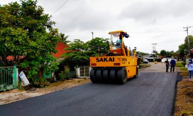 PTBA Hitamkan Jalan di Pemukiman Warga Sepanjang 4,75 Km