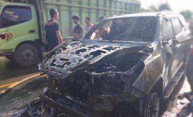 Hantam Motor, Mobil Dinas Plt Sekda Muara Enim Terbakar