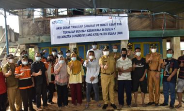 Peduli Korban Kebakaran, PTBA Salurkan Bantuan Sembako dan Uang Tunai