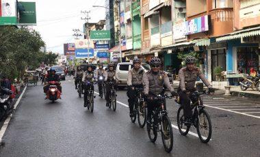 Kapolres Muara Enim Pantau Kamtibmas dan Sapa Warga dengan Bersepeda