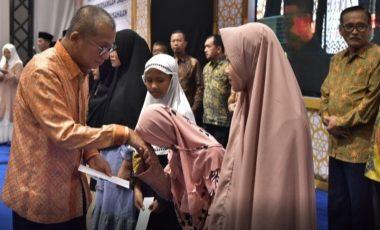 Gelar Halal Bihalal, PT Bukit Asam Santuni 500 Anak Yatim