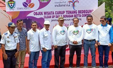 Kenalkan Objek Wisata Melalui Clean Up Day Tour De Bedegung dan Serasan Betta Contes