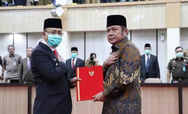 Juarsah Terima SK Plt Bupati Muara Enim dari Mendagri