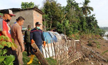 Plt Bupati Muara Enim Minta Dinas PUPR Segera Atasi Longsor di Kelurahan Tungkal