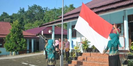 SMK Mutiara Tanjung Enim Gelar Upacara Hardiknas Dengan Khidmat