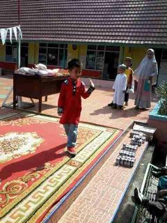 Peringati Isra' Miraj, Paud Antrasita Gelar Peragaan Busana Muslim