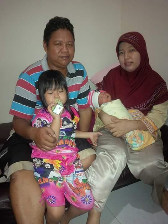 Kalbadri S. Ag beserta istri dan kedua anaknya